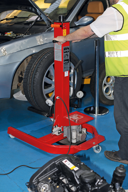 ~/items/xlarge/InSitu1 image of Power-TEC | 91814 | Mobi lift Tyre Dolly