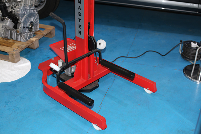 ~/items/xlarge/InSitu3 image of Power-TEC | 91814 | Mobi lift Tyre Dolly